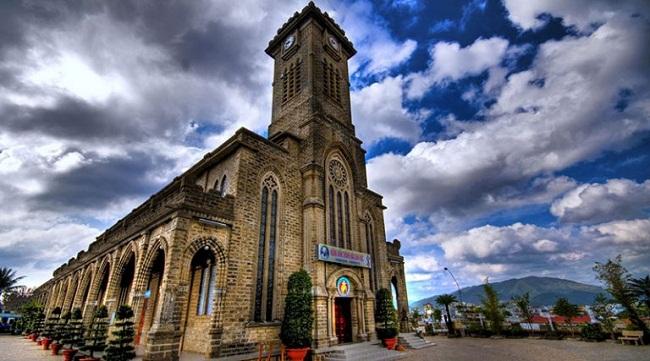 Bỏ túi những kinh nghiệm du lịch Nhà thờ đá Sapa