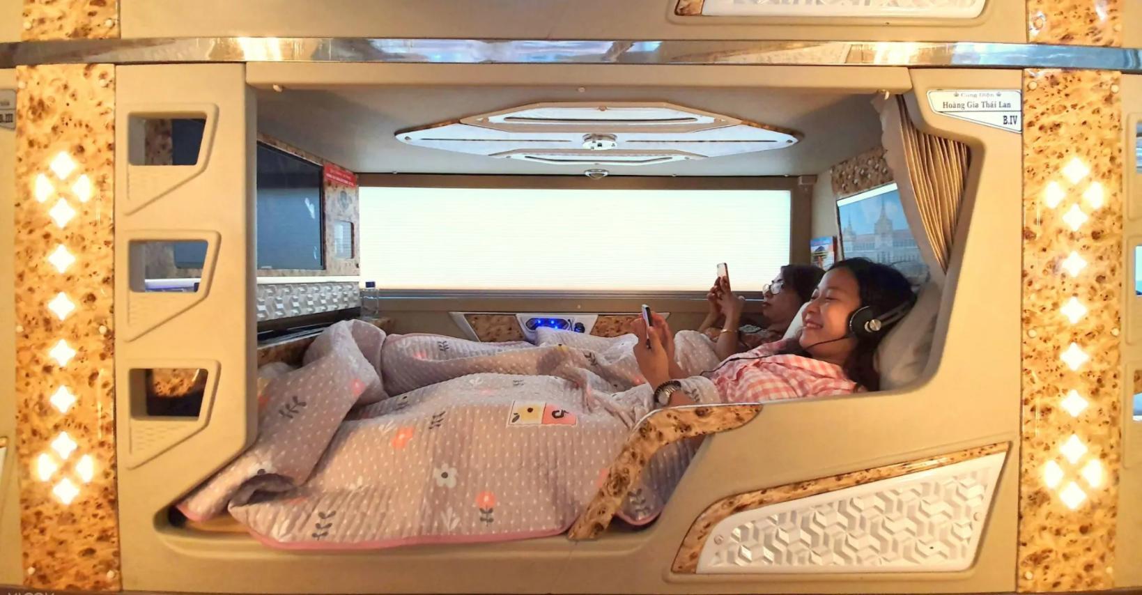 Xe giường nằm đôi đi Sapa - Cabin đôi Sao Việt với không gian rộng rãi, tiện nghi hiện đại và sang trọng
