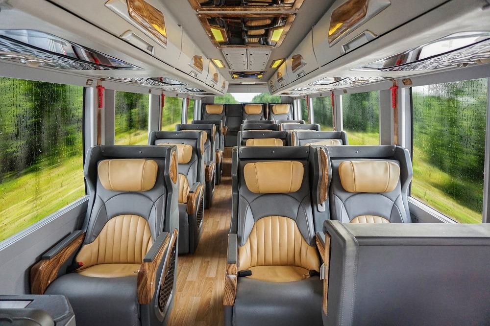 Hãng xe Én Vàng Limousine - Limousine 18 chỗ sang trọng và tiện nghi với dàn ghế ngồi hạng thương gia