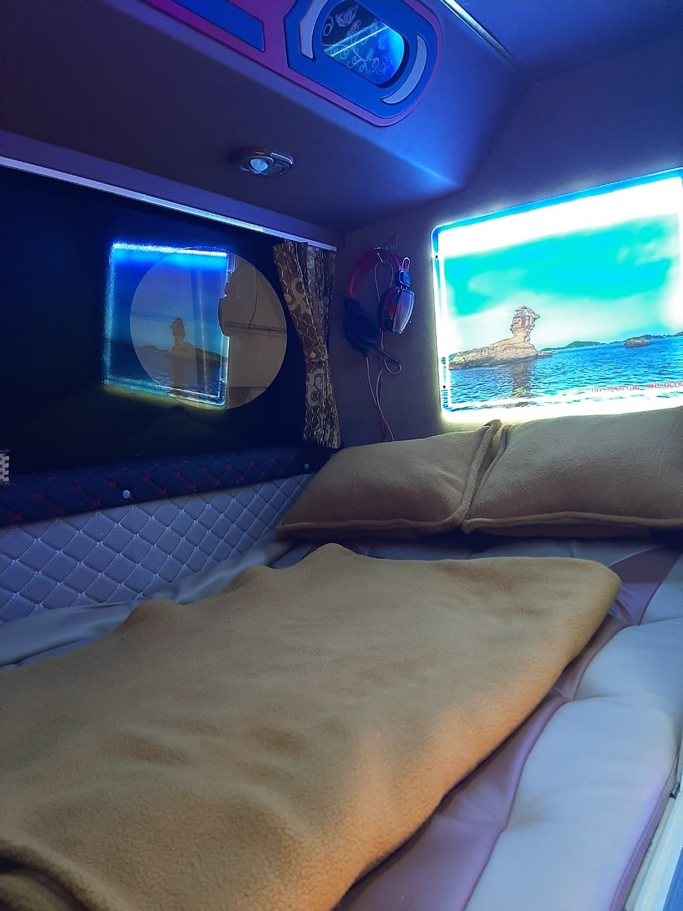 Xe Cabin đôi VIP